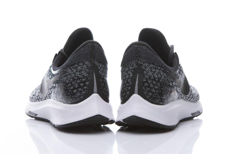 sports shoes 58409 44d22 La mediasuela de las Nike Pegasus 35 se ha confeccionado con Cushlon, un  material más que conocido por muchos. Sin embargo, el cambio más importante  lo ...